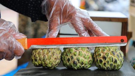 """印度街边水果摊,稀有水果""""释迦果""""现切现卖!但砧板卫生太差了吧"""