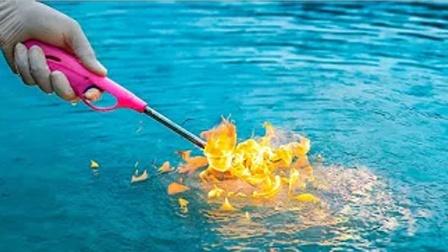 老外用点火器去靠近水面,居然着火了,网友:这是什么水太神奇了