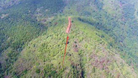 航拍广西山区,山顶发现1条奇怪的沟,你猜这是干嘛用的?