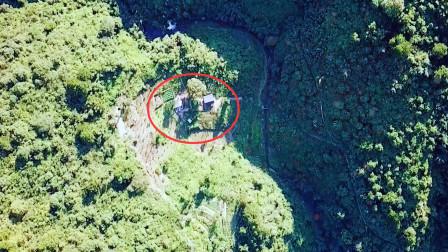 原始深山:无人机发现2间房子,靠近拍摄感觉不对劲,赶紧走了