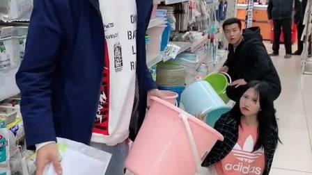童年趣事:单身小哥哥逛超市未免也太危险了吧