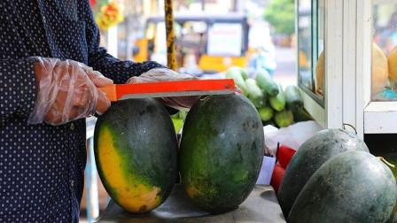 印度街边水果摊,大西瓜现切现卖!砧板够黑的,苍蝇乱飞,不敢吃啊