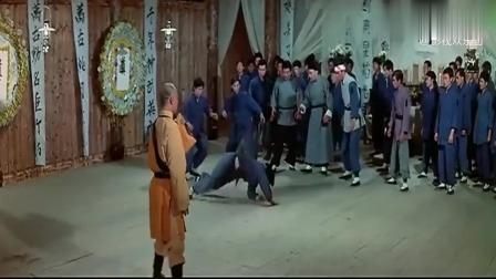 经典影视:外国高手来拳馆挑战闹事,没想到馆主是少林寺出身,易真筋压倒众高手