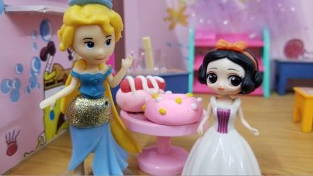 白雪公主故事 白雪跟美人鱼一起挑战赢甜甜圈,你支持谁呢?