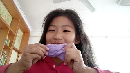 姐妹花玩起泡胶,快来看一看。