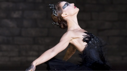 悬疑片:女孩每天模仿黑天鹅,身体开始发生变异,长出黑色羽毛