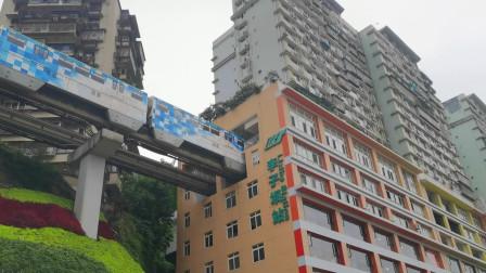 """重庆网红打卡地:李子坝轻轨站,""""火车""""穿楼而过"""