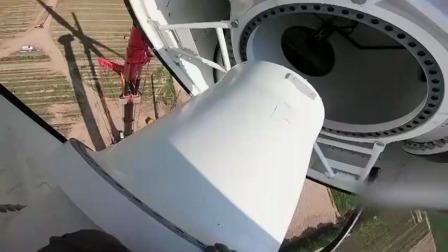 60米的风力发电机扇叶,看中国工人是如何安装的,真了不起