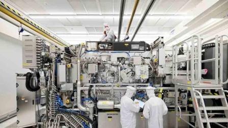 垄断全球的光刻机,一台机器10万个零件,是否含有中国技术?