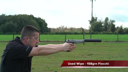 配备消音器的9mm口径手枪,户外射击声音特别小,连耳麦都不用戴