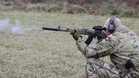 配备消音器的AK突击步枪,户外靶场射击测试,消音效果很棒