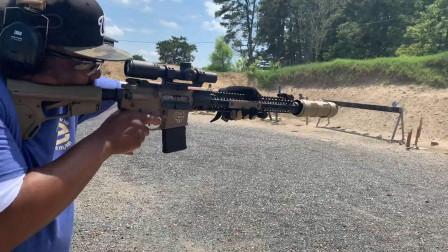 配备消音器的SPR步枪,射击声音小的可以忽略不计