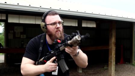 配置相当高的MK18突击步枪,由M4A1步枪演变而来,可靠性极高