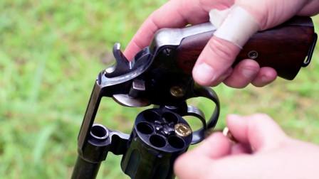 漂亮女子上手柯尔特M1909左轮手枪,单手射击很帅气