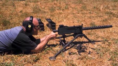 气冷式勃朗宁M1919A4式重机枪,采用可散式弹链供弹射击测试