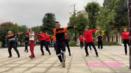 团队精彩演示,36步鬼步舞《面对疾风吧》,领舞的帅哥太牛了
