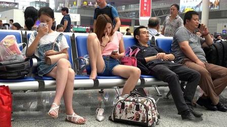 为何男人可以岔开腿坐,女人却只能并拢双腿