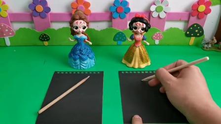 哎呦两个公主为了糖挠的满脸花