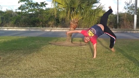 巴西战舞Capoeira 单人Flow健身动作套路(Macaco Trança - Meia-lua quebrando - Aú de coluna)