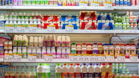 买酸奶时,别只看牌子和价格,包装上有这行字的,才是真正好酸奶