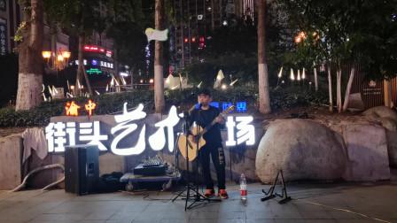 重庆解放碑步行街上的接头艺术,一首《大海》引得路人驻足围观