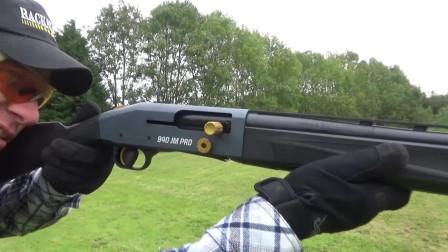竞赛武器:莫斯伯格940霰弹枪,近战射击威力大范围广,很强悍