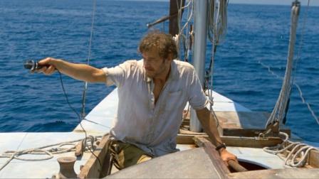 男子航海比赛排最后,他想了个怪招,遥遥领先排在第一却不敢上岸