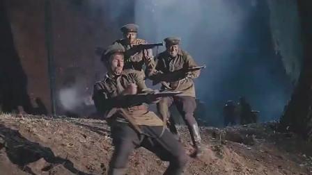 苏联红军太英勇了,面对德军的枪林弹雨毫不畏惧,誓死突破敌防线