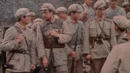 红军在贺龙的带领下挖战壕、筑工事,等待反动派进攻时,打他们个落花流水