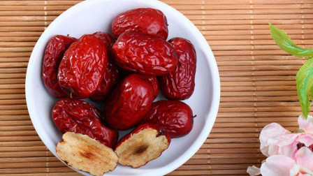 红枣是干吃好还是泡水喝好?爱吃枣的你一定要注意了,不然吃了也白吃