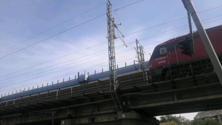 (天津市天泰路)K412次通过。