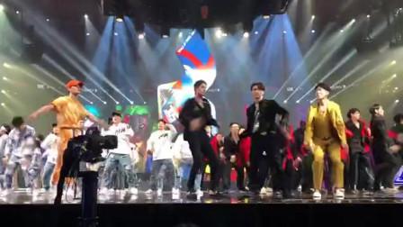 #这就是街舞 第三季总决赛现场王嘉尔 、王一博 、钟汉良