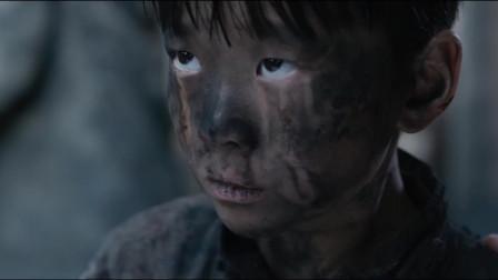 日军为逼迫出村民的藏身地点,肆意虐杀,连老人和小孩都不放过