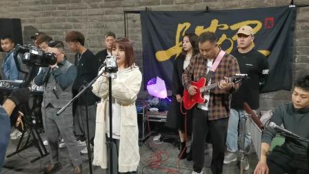 西安美女歌手原创陕西民谣,听到两眼泪汪汪,怎么能这么好听