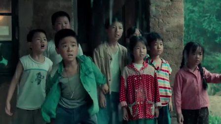 我和我的家乡:范伟恢复记忆抱住李易峰这幕,观众哭到抽搐,太感人