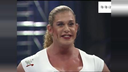 WWE白姐真是女人吗?肌肉比猛女柴娜还大块,吓得猛男仓皇而逃