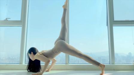 4k韩国美女瑜伽柔术健身