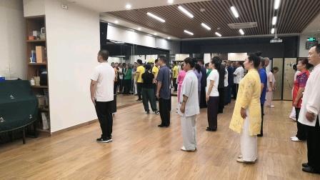 中国武术段位制指导员杨帅老师带领深圳市武术协会学员练习陈式太极拳五段单练套路口令示范