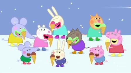 小猪佩奇:这冰天雪地的,猪妈妈把衣服脱了去游泳,要冻僵了!