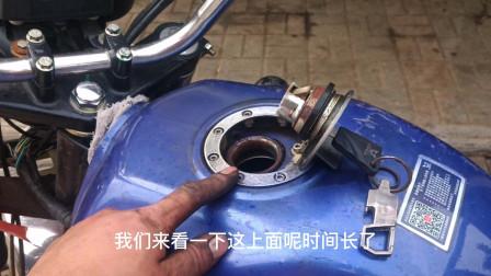 这才是造成摩托车油箱经常有水的真正原因?用一个吹风机就能修好