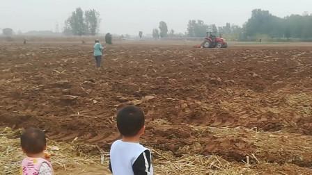 20201013,农田,看拖拉机犁地