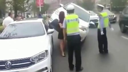 女司机这车开的,交警都无语了