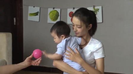 佟丽娅儿子罕见上节目,妈妈和朵朵互动一脸宠溺,佟丽娅谈家人