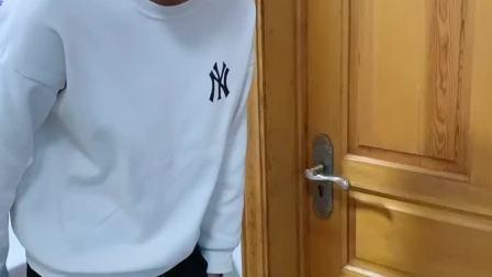童年趣事:我可是煞费苦心了门把手拆了换到另一边去了