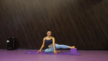 4个适合微胖界女神在家练的动作,每天10分钟,让你变瘦变紧致