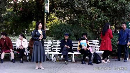 西苑公园胡红报戏剧平台节目 豫剧唱段(三步并作两步走)