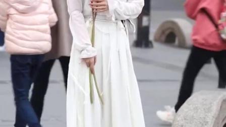 听说小姐姐酷似那个小龙女,你们觉得像不像?汉服真的好好看#奇乐轰趴鞋咚挑战