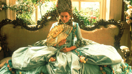 英俊少年被女王宠爱 ,400年不老不死, 却因为追求爱情变成了女人 !