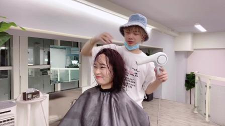 韩国女生喜欢烫的一款气质中短发,知性温柔显得特别有魅力,日常打理很方便