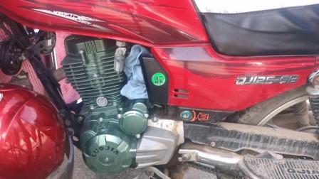 这才是造成摩托车油耗很大的真正原因?用一个吹风机就能修好故障